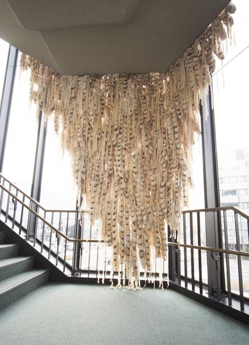 《Curtain of swans》 / 2015 / Mixed media / Installation view, Nagoya City Cultural Promotion Agency
