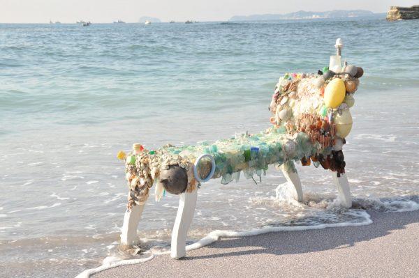 荒木由香里 Yukari ARAKI 《星を想う場所》 / 2011年 / 佐久島新谷海岸での展示風景 / Mixed media