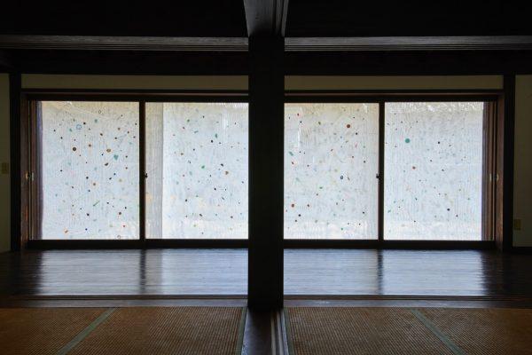 荒木由香里 Yukari ARAKI 《銀河のリズム》installation view 佐久島 / 2019 / Mixed media / [Photo : Yoshihiro Ozaki ]