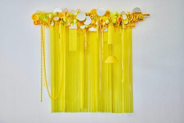 荒木由香里 Yukari ARAKI 《Yellow》h18000×w2000×d510mm / 2018 / Mixed media [ [Photo : Yoshihiro Ozaki ] 《Yellow》h18000×w2000×d510mm / 2018 / Mixed media [ [Photo : Yoshihiro Ozaki ]