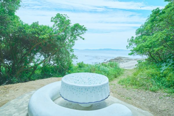 荒木由香里 Yukari ARAKI 《星屑のテーブルクロス 》installation view 佐久島 / 2019 / Mixed media / [Photo : Yoshihiro Ozaki]